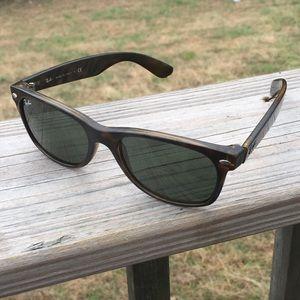 Ray-ban New Wayfarer Tortoise Shell Sunglasses